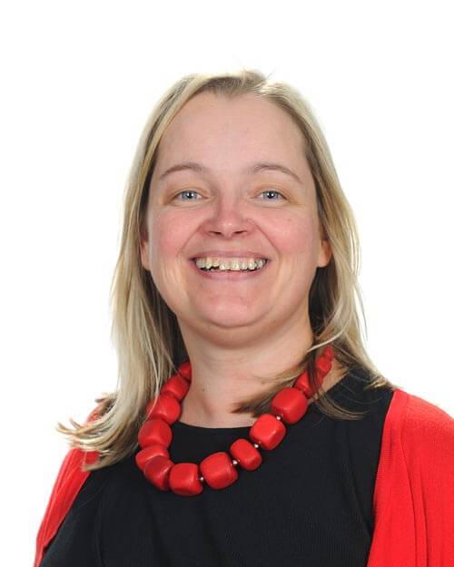 Mrs Vicki McKinlay
